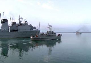 Azərbaycan HDQ-nin gəmi heyətləri döyüş atışları icra edib (VİDEO)