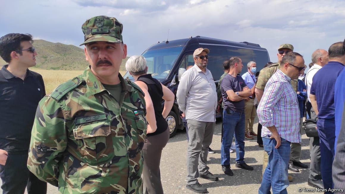 Diplomatik korpus nümayəndələrinin Ağdama səfəri başlayıb (FOTO) - Gallery Image