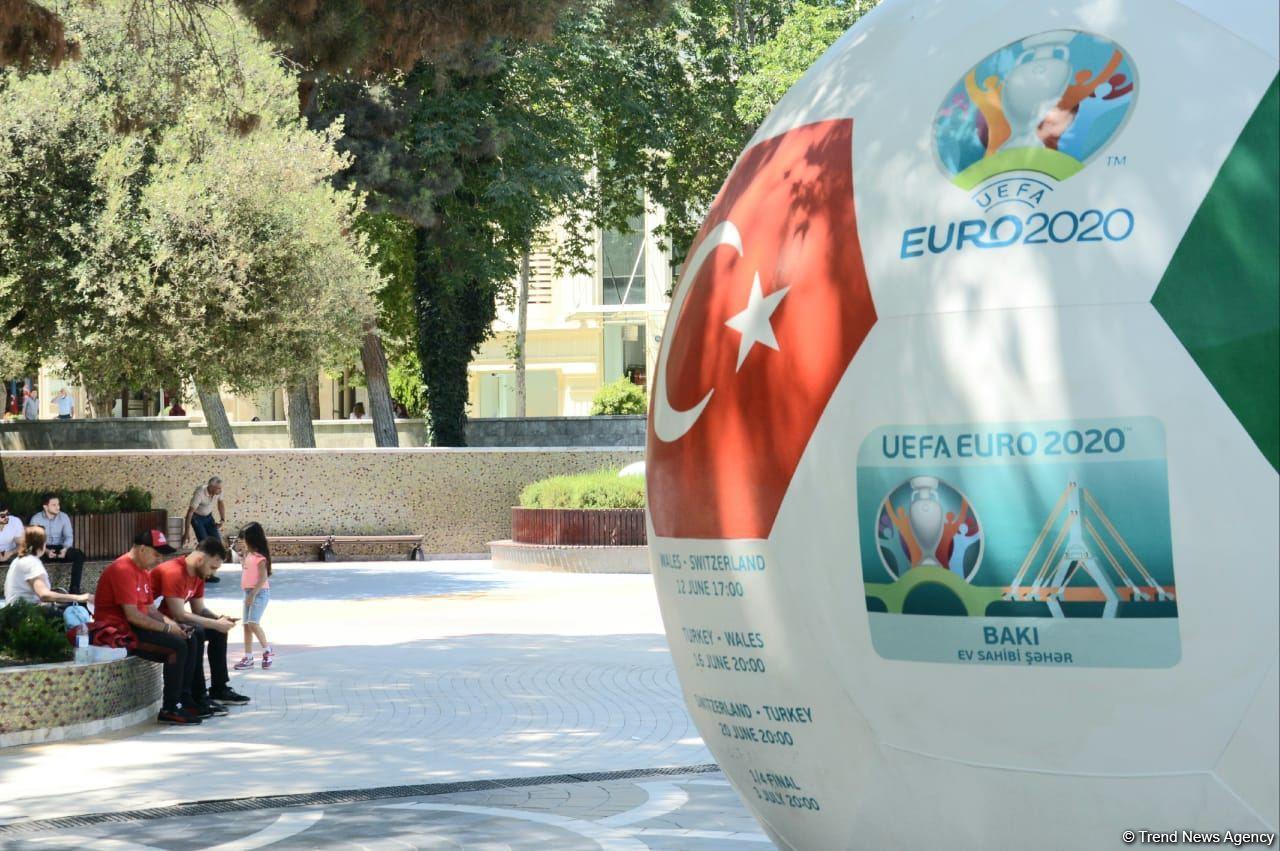 Bakıda azarkeşlər Türkiyənin oyununu gözləyir (FOTOSESSİYA) - Gallery Image
