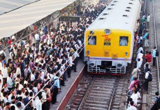 Over 3.2 mln passengers travel in trains in India in 7 days as migrant workers head to cities