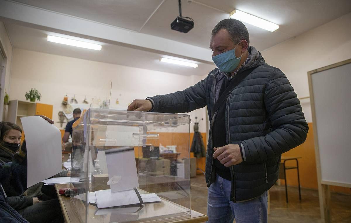 Партия ГЕРБ лидирует на парламентских выборах в Болгарии - ЦИК