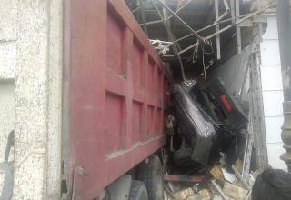 Bakıda 3 avtomobil toqquşub, yaralılar var (FOTO/VİDEO)