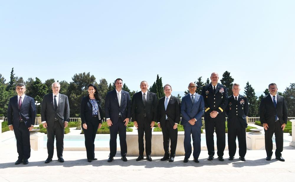 Президент Ильхам Алиев принял делегацию во главе с губернатором штата Оклахома (ФОТО) - Gallery Image