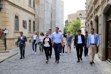 Oklahoma governor, his family members walk throughout Azerbaijan's Baku city (PHOTO) - Gallery Thumbnail