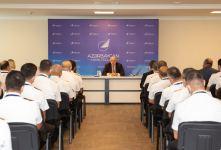 AZAL-ın uçuş heyətinin ənənəvi ümumi toplantısı keçirilib (FOTO) - Gallery Thumbnail