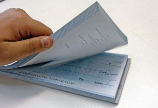 Number and value of exchanged checks in Iran increases