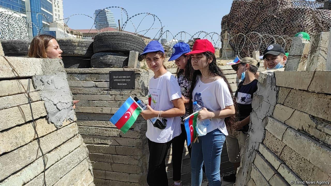Yay məktəbində iştirak edən şəhid və qazi övladları Hərbi Qənimətlər Parkını ziyarət edib (FOTO) - Gallery Image