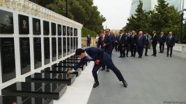 Türk Şurası ölkələrinin iqtisadiyyat nazirləri Şəhidlər xiyabanını ziyarət ediblər (FOTO) - Gallery Thumbnail