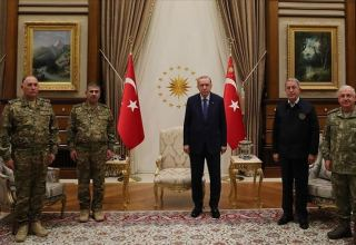 Президент Турции принял министра обороны Азербайджана