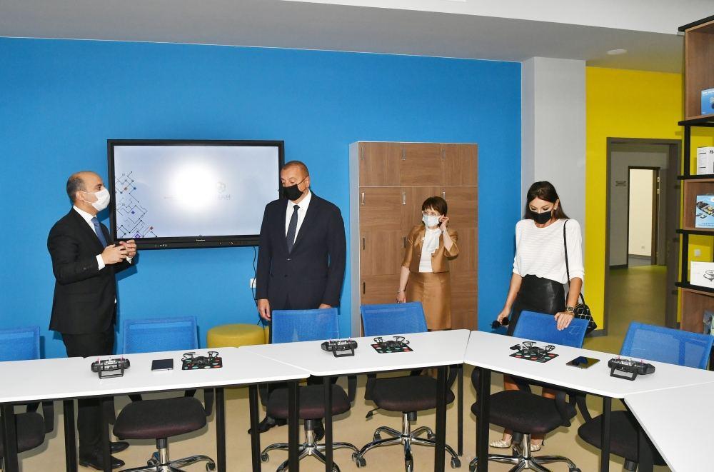 Президент Ильхам Алиев и Первая леди Мехрибан Алиева приняли участие в открытии нового здания Бакинского Европейского лицея (ФОТО) - Gallery Image