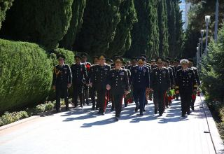 Azerbaijani Defense Ministry visits Alley of Honor and Alley of Martyrs in Baku (PHOTO)