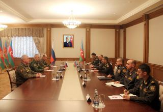 Azerbaijani defense minister meets new commander of Russian peacekeeping forces