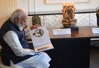 US hands over 157 antiques to India