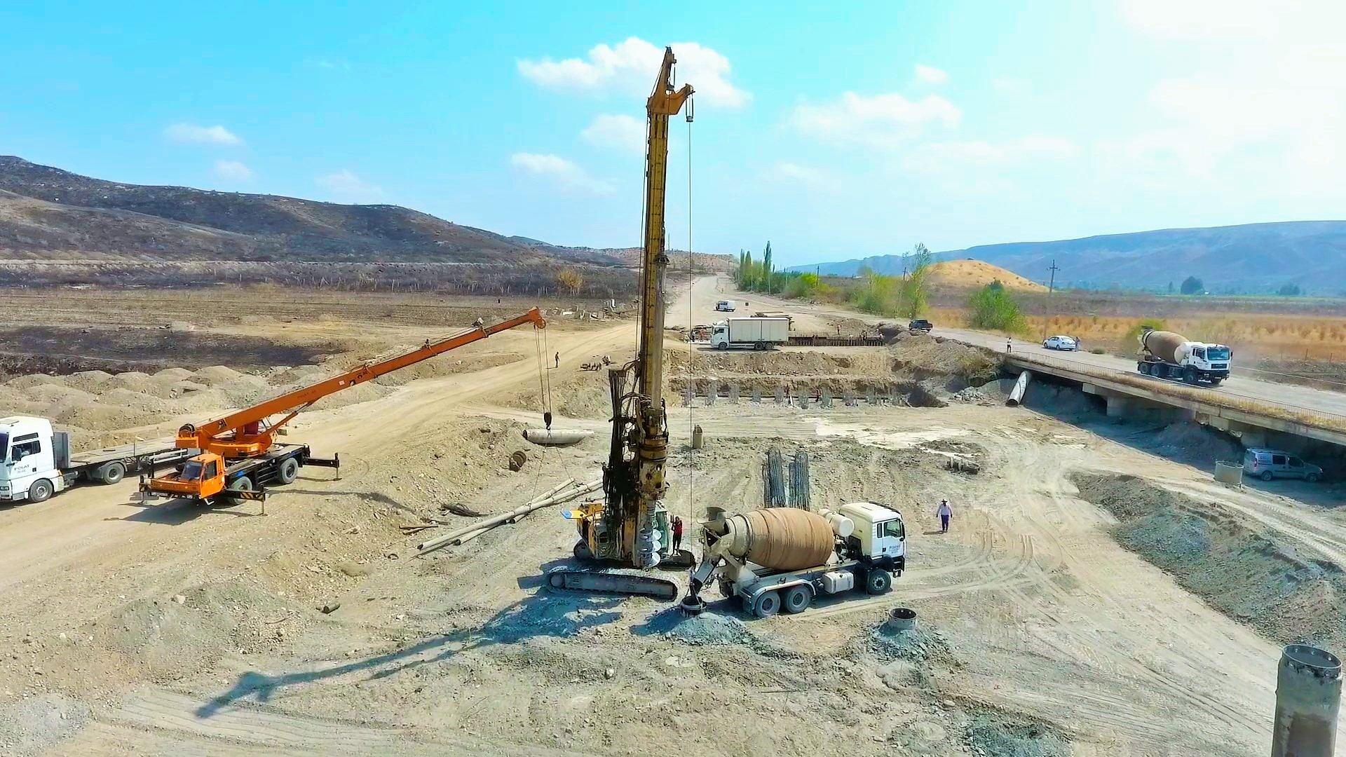 Ускоренными темпами продолжается строительство автодорог Худаферин – Губадлы – Лачин и Ханлыг – Губадлы (ФОТО) - Gallery Image