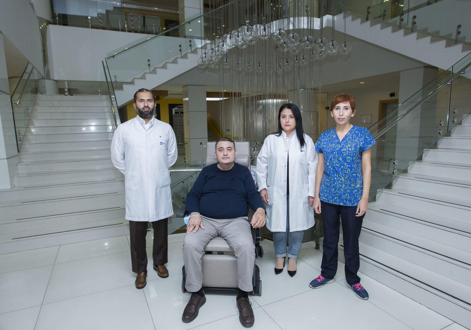Gömrük Hospitalının həkimləri koronavirusa yoluxmuş həmkarlarını həyata qaytarıblar (FOTO)
