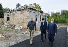 President Ilham Aliyev's sincere conversation with resident of Tartar city (PHOTO) - Gallery Thumbnail