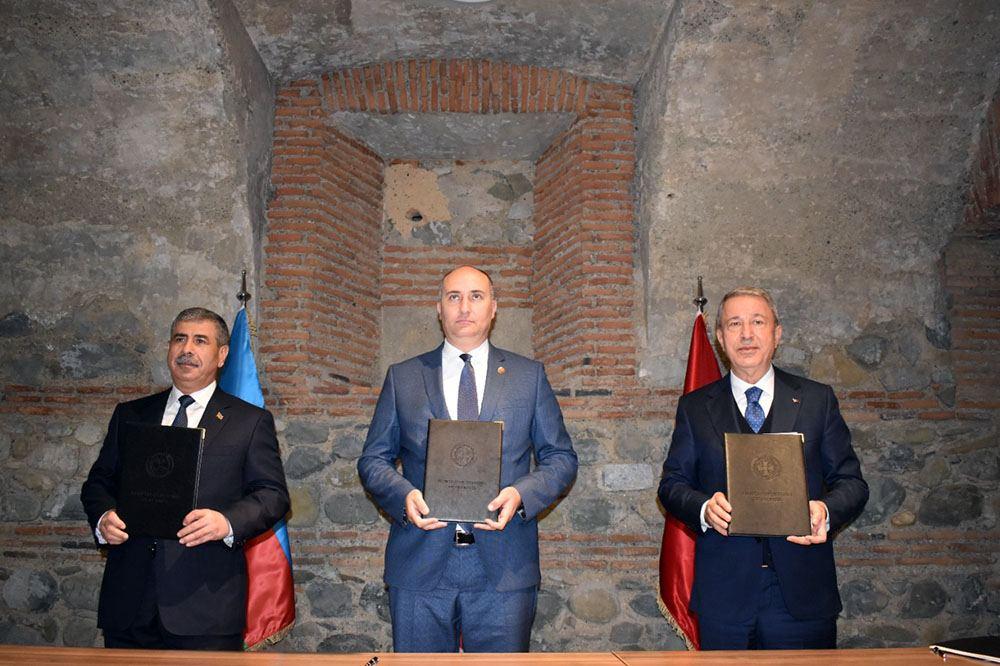 Azərbaycan, Türkiyə və Gürcüstan müdafiə nazirlərinin üçtərəfli görüşü keçirilib (FOTO) - Gallery Image