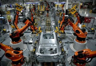 U.S. manufacturing output declines in September