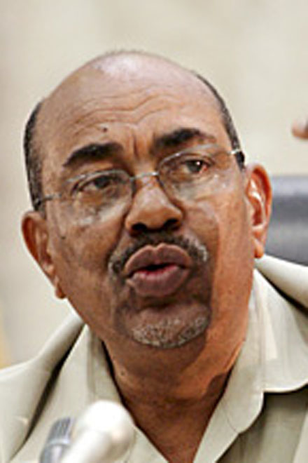 Photo: Sudan's al-Bashir congratulates South Sudan on independence / Arab World