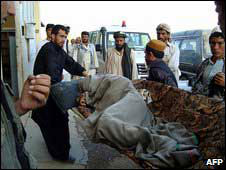 Photo: Suicide bomber kills eight, wounds 13 in Afghan capital