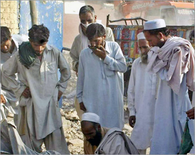 Photo: Blast aimed at Pakistani police bus kills 11, wounds 33 / Other News