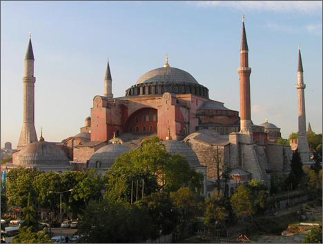 Photo: Hagia Sophia museum's mosque status not to lead to Christian-Islamic confrontation / Politics