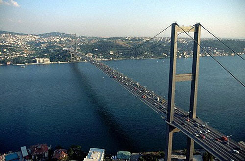 Photo: Traffic on bridge across Bosporus suspended due to terrorism act risk in Turkey  / Other News