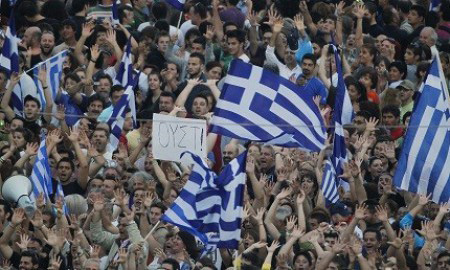 Photo: Greek public sector workers strike over job cuts, thousands rally / Other News