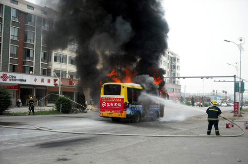 Photo: Fire on Colombia church bus fire kills 31 children, one adult / Other News