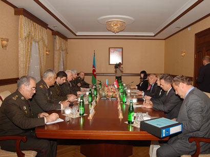 Photo: Croatian ex-president discusses cooperation issues at Azerbaijani Defense Ministry  / Politics