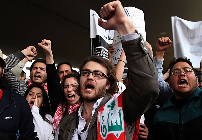 Photo: Lebanon protests flare over Syria spillover  / Arab World