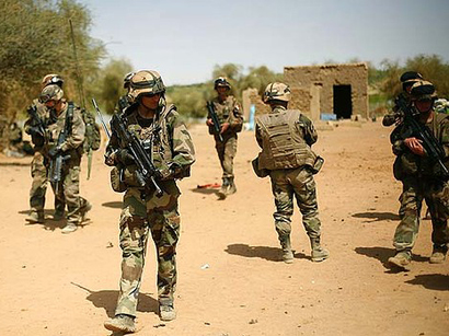 Photo: West African bloc agrees to send 8,000 soldiers to Mali / Other News
