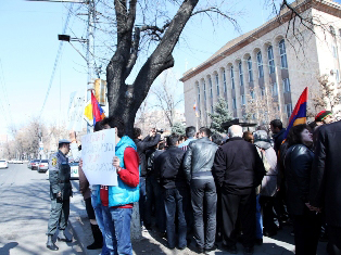 Photo: Yerevan metro workers hold protest action
