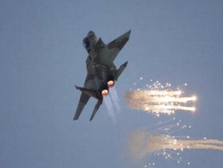 Photo: Libyan jets bomb armed groups in Benghazi / Arab World