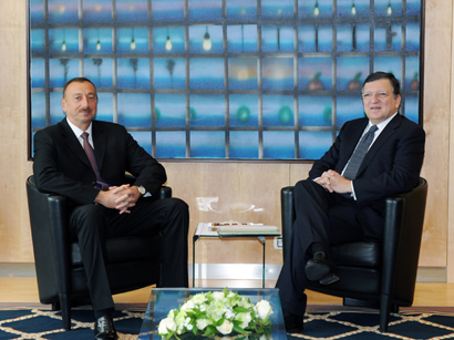 Photo: Azerbaijani president meets European Commission president / Politics