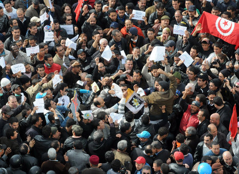 Photo: Protest erupts in Tunisia amid discontent  / Arab World