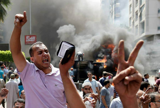 Photo: Egyptians protest on anniversary of bloody day, five dead / Arab World