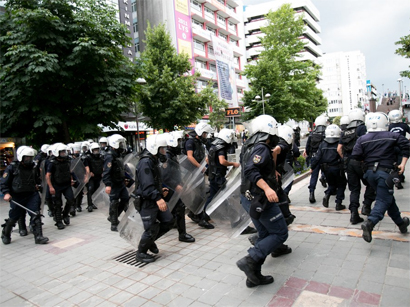 Photo: Ankara police demand protestors to disperse  / Turkey