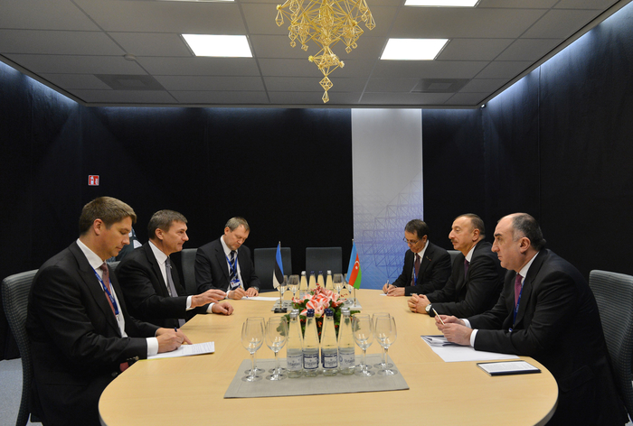 Photo: Azerbaijani President Ilham Aliyev meets Estonian PM in Vilnius / Politics