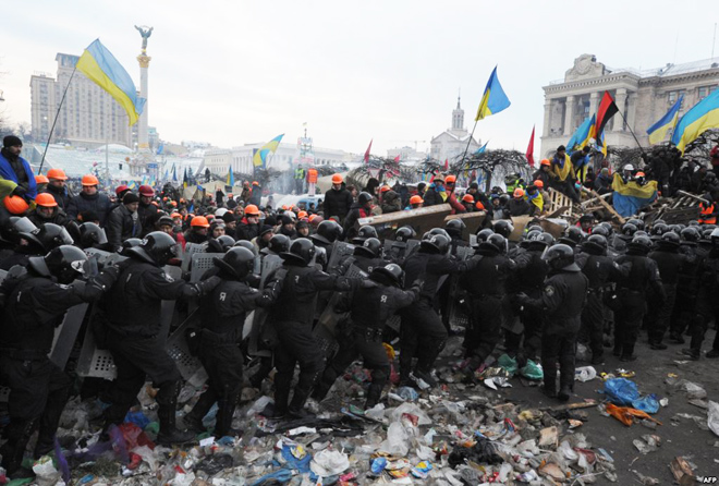 Photo: Two feared dead as police clash with protesters in Ukraine / Other News