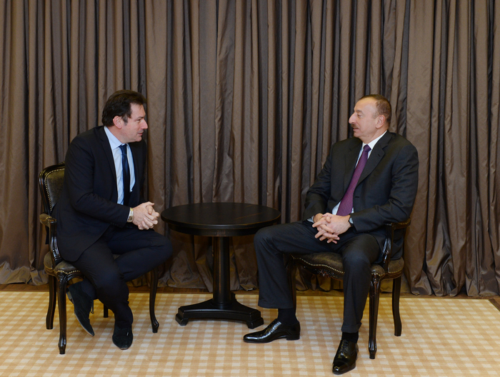 Photo: Azerbaijani President meets CEO of Airbus Group International in Davos / Politics