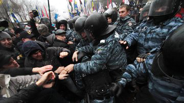 Photo: Protesters clash with police near Ukraine's parliament / Other News