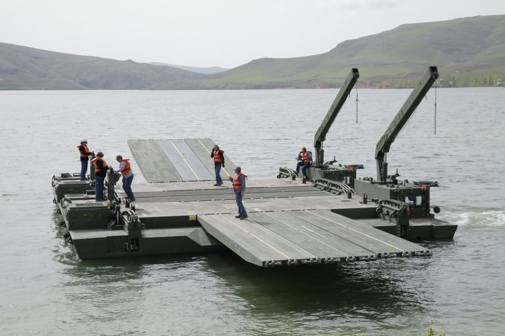 Photo: Azerbaijan interested in buying Turkish floating bridge production 