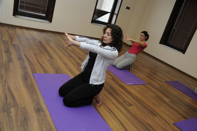 Photo: Journalists take pilates lessons at Aura wellness center