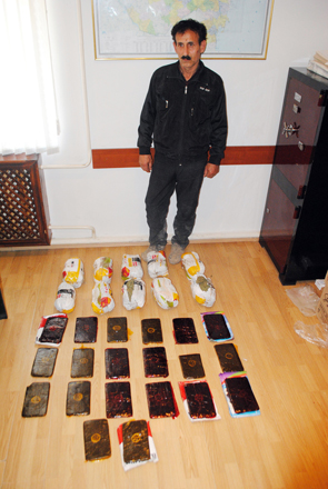Photo: Iranian citizen detained during attempted sale of drugs in Azerbaijan / Other News