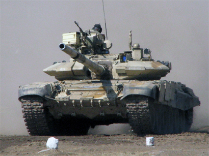 Photo: Russia prepared to let tanks roll across borders - German minister / Politics