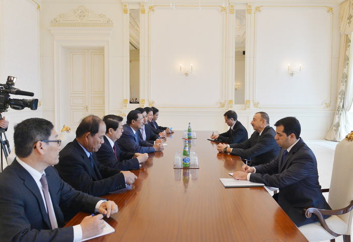 Photo: Azerbaijani president receives delegation led by Cambodian prime minister