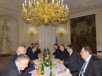 Photo: Presidents of Azerbaijan and Georgia meet in Prague / Politics