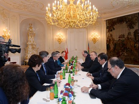 Photo: Azerbaijani President Ilham Aliyev met with Polish President Bronislaw Komorowski in Prague / Politics