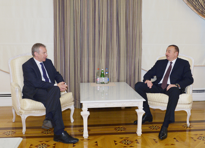 Photo: Azerbaijani president receives former Belgian PM  / Politics